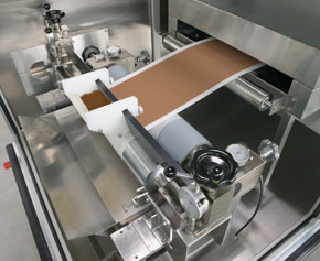 Doctor knife with mounted trough for continuous coating